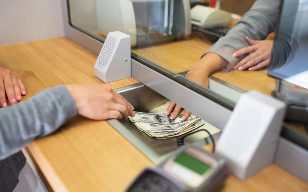 menabung di bank